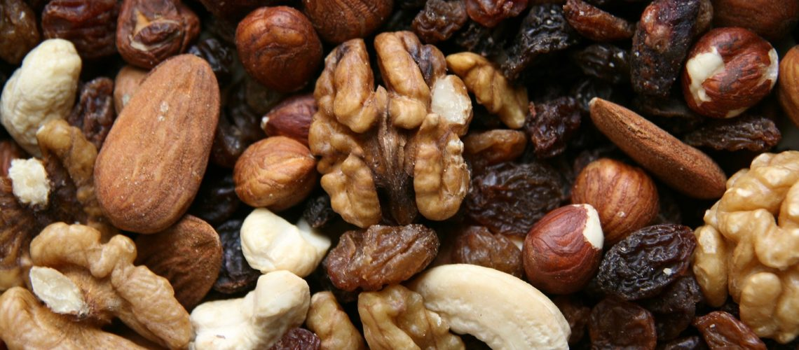 nuts-3841539_1920